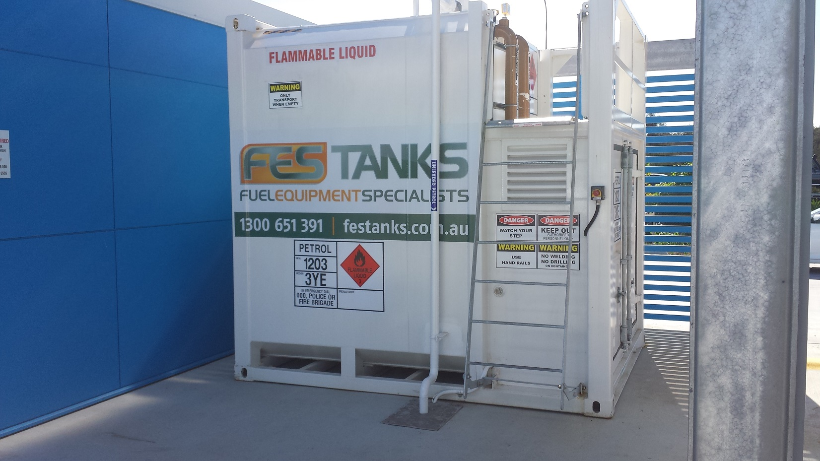 12,000 litre fuel storage tank installation. Thrifty Rentals, Brisbane Airport